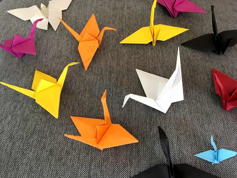 Origami Kraniche falten für Kinderzimmer
