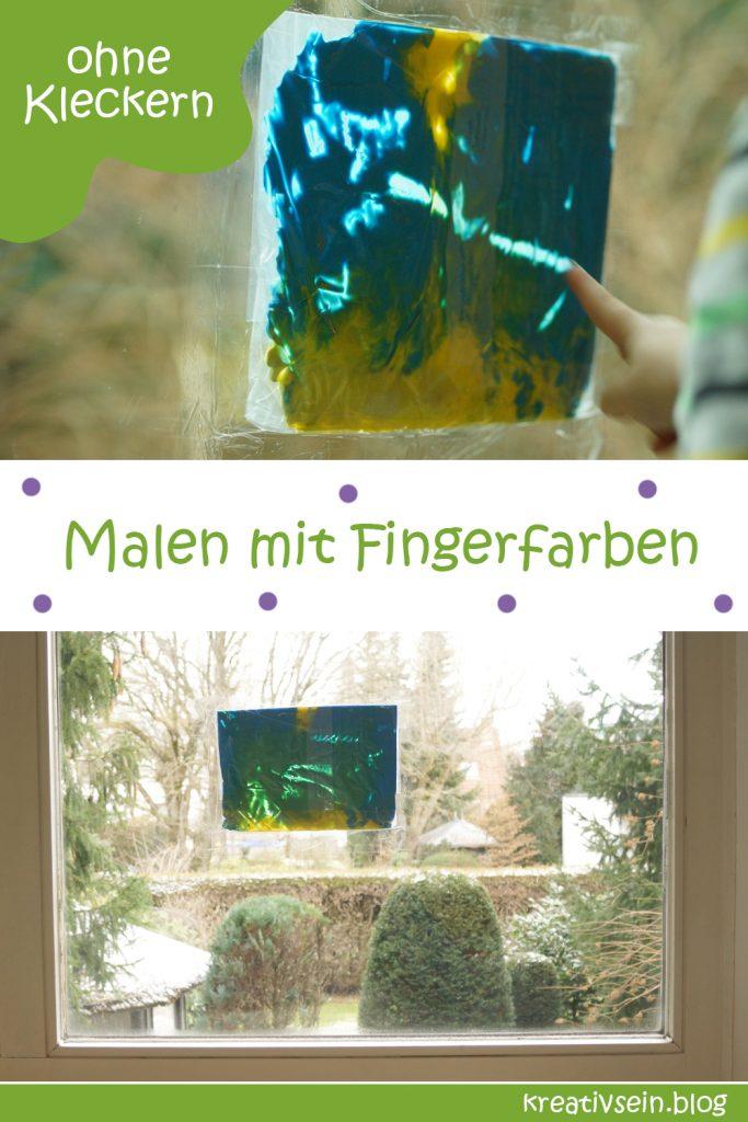 Malen mit Fingerfarben im Beutel am Fenster